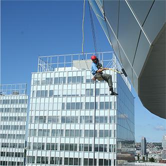 Umývanie okien Budova Orange